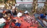 Dompet Dhuafa salurkan daging qurban ke warga terdampak tsunami Banten.