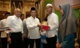 Donasi Alquran secara simbolis oleh APP Sinar Mas di Pekanbaru