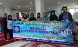 Dosen UBSI kampus Bogor berfoto bersama setelah  melakukan pengabdian masyarakat di Bogor.