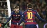 Dua bintang Barcelona, Gerrad Pique (kiri) dan Lionel Messi akan absen saat Barca menghadapi Inter Milan dalam lanjutan Liga Champions, Rabu (11/12) dini hari WIB.