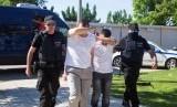 Dua dari beberapa tentara pro-kudeta Turki yang kabur ke Yunani dibawa ke pengadilan di Alexandroupoli, Yunani.