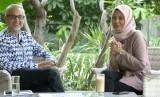 Duta Besar Inggris untuk Indonesia, Moazzam Malik (Kiri) dan Jurnalis Republika, Yeyen Rostiyani (Kanan)