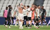 Ekspresi kekecewaan pemain Juventus seusai dipastikan tersingkir dari Liga Champions musim ini.