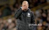 Ekspresi pelatih Manchester City Pep Guardiola. Federasi Sepak Bola Eropa (UEFA) mendenda City  tiga ribu pound atau sekitar Rp 61 juta atas jersey latihan yang tak sesuai regulasi.