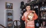 Ellyas Pical  Terima Bantuan Pertiwi Indonesia