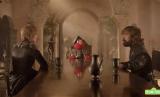 Elmo mengajarkan Cersei dan Tyrion pentingnya saling menghormati.