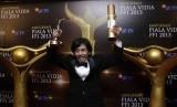 Epy Kusnandar saat menerima penghargaan Pemeran Utama Pria Terbaik di ajang Piala Vidia FFI 2013, Rabu (27/11) malam di Teater Tanah Airku, TMII, Jakarta