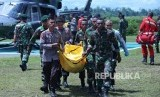 Evakuasi jenazah korban penembakan KKB di Nduga, Papua.