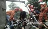 Evakuasi korban terdampak longsor dan banjir di Kabupaten Kulonprogo dan Kabupaten Gunung Kidul, DI Yogyakarta.