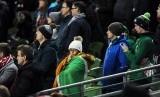 Fan Irlandia tertunduk lesu menyaksikan timnasnya dibantai Denmark 5-1 dalam leg kedua playoff Zona Eropa kualifikasi Piala Dunia 2018 di Dublin, Irlandia, pada Selasa (14/11).