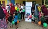 Fasilitator Desa Berdaya Rumah Zakat membantu kegiatan Posyandu desa Topejawa