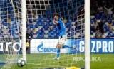 Fernando Llorente merayakan gol untuk Napoli.