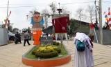 Festival bebegig orang-orangan sawah yang dibuat para pelajar digelar di Gedung Seni Aher Kota Sukabumi Senin (22/10).