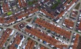 Foto aerial perumahan KPR subsidi di Kampung Bungursari, Kota Tasikmalaya, Jawa Barat, Sabtu (8/12). Pemerintah akan merevisi target penerbitan Kredit Pemilikan Rumah (KPR) subsidi pada tahun 2019 sebanyak 234.000 unit rumah atau turun dari sebelumnya di tahun 2018 ini yang mencapai 267.000 unit.