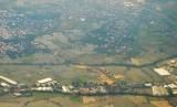 Foto udara hamparan lahan pertanian padi di kawasan persawahan Kabupaten Lombok Barat, NTB, Senin (25/5).