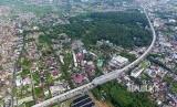 Foto udara pembangunan Light Rail Transit (LRT) Palembang, Sumatra Selatan.