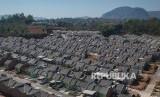 Foto udara perumahan subsidi di Cicalengka Buana Raya, Kabupaten Bandung, Jawa Barat, Jumat (6/9). Bank Indonesia (BI) melonggarkan loan to value (LTV) untuk kredit pemilikan rumah kedua sebesar 5-10 persen.