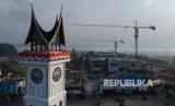 Foto udara progres pembangunan Pasar Atas Bukittinggi, Sumatera Barat, Kamis (22/8/2019).