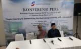 Founder & Chairman PT Supreme Energy Supramu Santosa (kiri) saat konferensi pers usai peresmian PLTP Muara Labuh di Kabupaten Solok Selatan, Senin (17/2)
