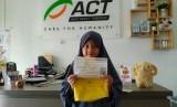 Gania Yumna (8 tahun) asal Batusangkar sumbangkan celengan miliknya senilai Rp 5 juta untuk Palestina melalui Aksi Cepat Tanggap (ACT) Sumbar