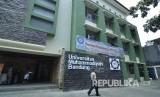 Gedung Universitas Muhammadiyah di Jl Palasari, Kota Bandung, Senin (22/8). (Mahmud Muhyidin)