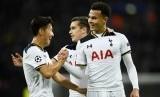 Gelandang serang Tottenham Hotspur Dele Alli (kanan) merayakan golnya ke gawang CSKA Moskow.