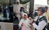 Gelombang II tiba   Jamaah asal Papua yang tergabung dalam Kloter 18 UPG, tiba di Hotel 216 Al Hasan Al Adel, kawasan Syisah, Kota Makkah, Arab Saudi, Sabtu (20/7) pagi. Kloter yang memberangkatkan 445 jamaah dan 5 orang petugas tersebut merupakan jamaah haji gelombang kedua yang pertama tiba di Kota Makkah.
