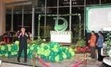 General Manager Discovery Hotel & Convention Ancol Willy Suderes memperkenalkan logo baru Discovery Ancol pada malam peluncuran di Jakarta, Jumat (11/1) malam WIB.