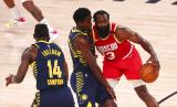 Guard Houston Rockets James Harden (kanan) berusaha melewati guard Indiana Pacers Victor Oladipo dalam pertandingan NBA.