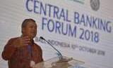 Gubernur Bank Indonesia Perry Warjiyo menyampaikan pandangannya dalam sesi Central Banking Forum 2018 pada Pertemuan Tahunan IMF - World Bank Group 2018 di Nusa Dua, Bali, Rabu (10/10).