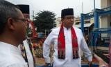 Gubernur DKI Jakarta Anies Rasyid Baswedan meninjau Pintu Air Manggarai, Jakarta Pusat, Jumat (26/4) sore.