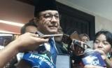 Gubernur DKI Jakarta Anies Rasyid Baswedan seusai rapat paripurna di gedung DPRD DKI, Jakarta Pusat, Senin (24/6).