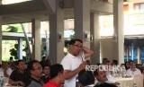 Gubernur Jabar Ridwan Kamil memberi penjelasan di depan para bupati/wali  kota di Kabupaten Pangandaran, Kamis (26/9).