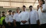 Gubernur Jabar Ridwan Kamil menemani rombongan menteri kabinet kerja saat mengunjungi Stasiun Cibatu, Kabupaten Garut, Jumat (26/4).