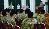 Gubernur Jawa Barat Ridwan Kamil memberikan sambutan saat pelapasan Kafilah Seleksi Tilawatil Qur'an dan Hadist (STQH) Jawa Barat untuk mengikuti Seleksi STQH Tingkat Nasional 2019, di Kota Pontianak, Kalimantan Barat, di Aula Barat, Gedung Sate, Kota Bandung, Rabu (26/6).