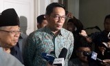 Gubernur Jawa Barat, Ridwan Kamil mendatangi kediaman Calon Wakil Presiden nomor urut 01, Ma'ruf Amin di Jalan Sitibondo, Menteng, Jakarta Pusat, Selasa (12/2).