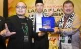 Gubernur NTB TGH Muhammad Zainul Majdi atau Tuan Guru Bajang (TGB) berbicara tentang riba dalam silaturrahmi nasional Lariba Islamic Indonesia di Fave Hotel, Garut, Jawa Barat (14/1).