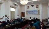 Gubernur Sumatera Barat Irwan Prayitno melepas kafilah Sumbar untuk mengikuti Seleksi Tilawatil Qur'an dan Hadist (STQH) Nasional ke XXV ke Pontianak, di Istana Gubernur Sumbar di Kota Padang, Rabu (26/6)