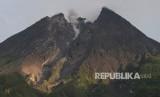 Gunung Merapi. Aktivitas Gunung Merapi terlihat dari kawasan Deles Indah, Sidorejo, Kemalang, Klaten, Jawa Tengah, Senin (11/3/2019).