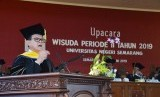 Guru Besar Fakultas Kelautan dan Perikanan IPB, Prof Dr Ir Rokhmin Dahuri MS memberikan pidato inspiratif pada acara wisuda Universitas Negeri Semarang (Unnes), di Semarang, Kamis (27/6).