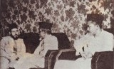 Wasiat Hasan Al Banna: Putus Asa Bukan Akhlak Muslim. Foto: H Agus Salim, Ketua Delegasi Republik Indonesia, bersama H. Rasyidi menyampaikan terima kasih bangsa Indonesia kepada Hasan Al-Banna (Mursyid Am Al-Ikhwan Al-Muslimun)yang kuat sekali menyokong perjuangan kemerdekaan Indonesia. Sumber gambar: Hassan, M.Z. 1980. Diplomasi revolusi Indonesia di Luar Negeri. Bulan Bintang. Jakarta. halaman 220.