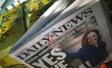 Halaman depan koran New York's Daily News menunjukkan foto Kamala Harris, calon wakil presiden Joe Biden. Tribune Publishing Company, perusahaan pemilik beberapa surat kabar paling banyak dalam jurnalisme di Amerika Serikat (AS), mengatakan bahwa mereka menutup lima ruang redaksi, termasuk New York's Daily News.