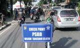 Hari pertama pelaksanaan Pembatasan Sosial Berskala Besar (PSBB) di Kota Tangerang Selatan (Tangsel).