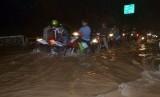 Hujan yang mengguyur jabodetabek menyebabkan banjir di Tangsel  (foto : MgROL_45)