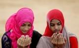Rasulullah SAW memberitahukan 3 jenis doa yang sulit terkabul. Ilustrasi berdoa.