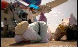 Kemenlu menegaskan belum terima informasi dari Saudi soal haji.  Ilustrasi jamaah haji turun dari pesawat.