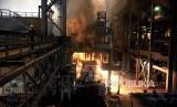 (Ilustrasi) Pembuatan baja di Pabrik Baja PT. Krakatau Steel. Keberhasilan PT Krakatau Steel menghasilkan laba sebesar 74,1 juta dolar AS dinilai karena keberhasilan perusahaan melakukan restrukturisasi berbagai biaya.
