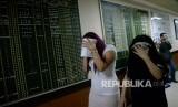 Ilustrasi petugas Imigrasi menggiring Warga Negara Asing (WNA).