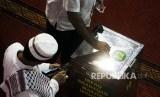 Tanda Orang yang Pernah Haji dan Mabrur: Gemar Bersedekah. Foto: Ilustrasi Sedekah