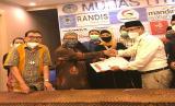 Indonesia Tour Leader Muslim Association (ITMA) meneken kerja sama dengan  Lembaga Sertifikasi Profesi Wisata Hasanah Indonesia (LSP WHI) untuk pelaksanaan Sertifikasi Profesi Tour Leader dan  Tour Guide bagi anggotanya.